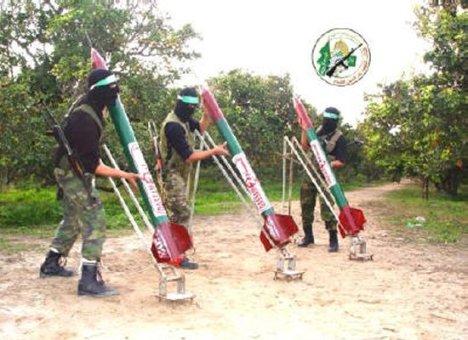 Pendukung Hamas mengirim roket-reket