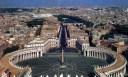 Obelisk di depan St. Petrus Roma Vatican