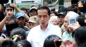 Gubernur Jakarta Joko Widodo di tengah masyarakat