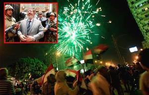 Tentara menangkap president Morsi dan rakyat Mesir berpesta
