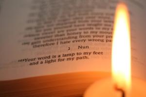 Ayat Alkitab Mazmur 119 ayat 105 Firman-MU pelita bagi kakiku