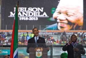 President Obama dan penterjemah palsunya pada peringatan Nelson Mandela
