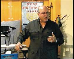 Taysir Tass Abu-Saada sedang bersaksi