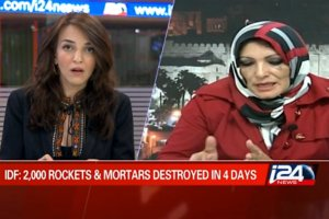 Lucy  Aharish dari i24news bersama jurnalis Arab Maysoon Al-Qasmi