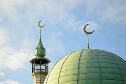 Lambang Bulan Sabit di atap Mesjid