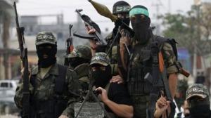 pejuang bertopeng Hamas dengan senjata beratnya