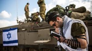 Tentara Israel sedang sedang berdoa