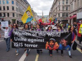 Para Wanita Kurdi protes melawan Negara Islam