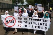 Para Muslim di Barat turun kejalan menentang terrorisme
