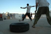 Orang Palestina bermain sepak bola di West Bank
