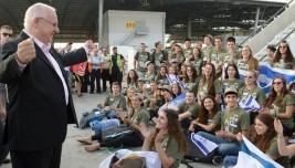 President  Reuven Rivlin menyambut kedatangan imigran baru dari AS dan Kanada