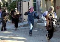 Para jihadist sedang melakukan aksi terror mereka